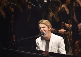 Tom-Odell-performing-live-at-the-Burberry-_London-in-Los-Angeles_-event